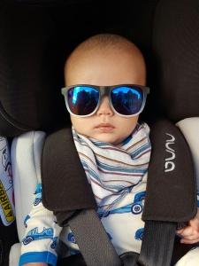 rlt in car seat in h&m sunglasses